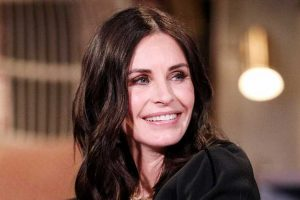 OMG! Courteney Cox Posts Throwback Pic of 'Friends' Cast